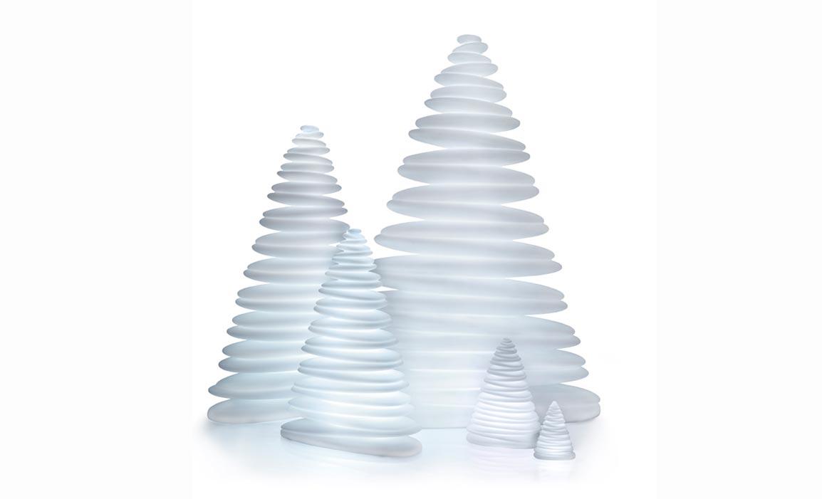 Vondom chrismy sapin de no l design lumineux led multicouleurs - Weihnachtsbaum modern ...